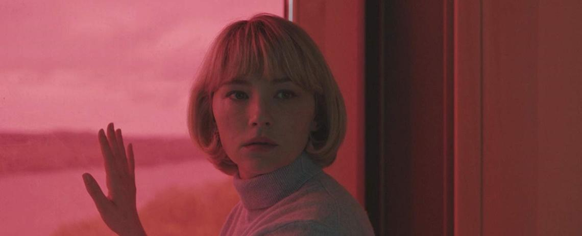 Hunter Conrad (Haley Bennett) takes control of her fate in a shocking way in Carlo Mirabella-Davis' 'Swallow'.